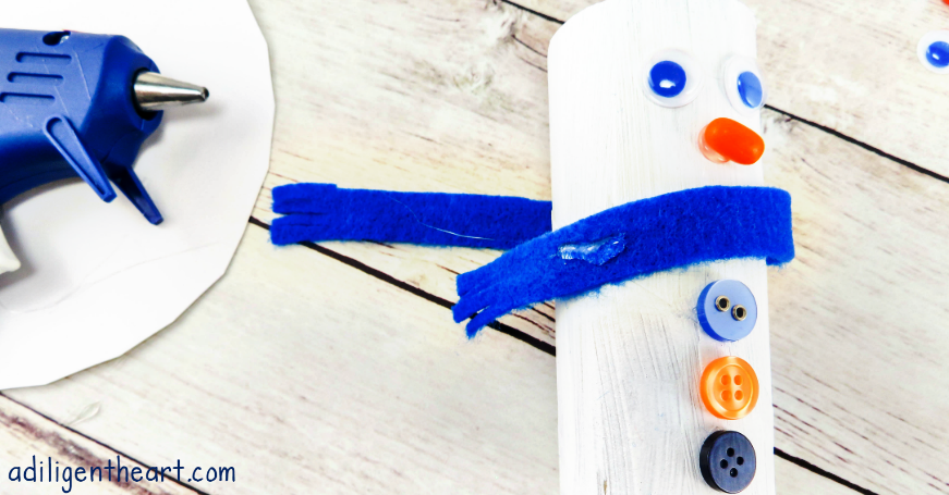 It's always a good time for a fun kid craft, right? I have a fun one right here– Snowmen Family Craft! These are just adorable and a great keepsake to look back at over the years. I LOVE pulling out seasonal crafts my kids have done every year and taking a visual walk down memory lane. So much fun and great memories! | adiligentheart.com
